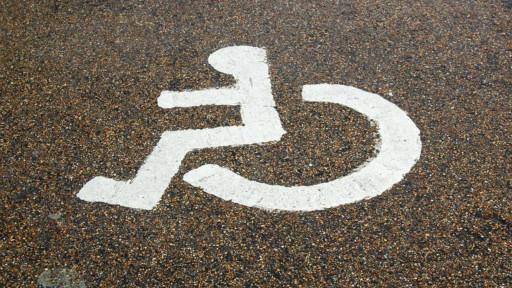 英国残障人士专用停车车位标志