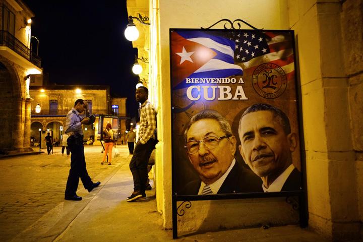 今年3月奥巴马访问古巴,出现在宣传画中的人物不是菲德尔・卡斯特罗