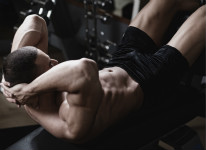 仰卧起坐真的会致瘫吗?