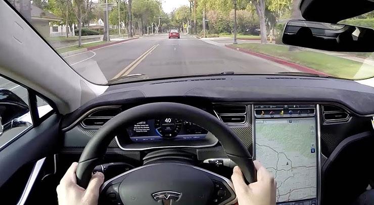 特斯拉自动驾驶升级了 能让资深副驾安心吗?