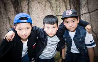 00后男孩组摇滚乐队 年底出单曲_中国人的一天_腾讯新闻_腾讯网