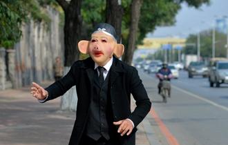 40岁老师扮猪八戒直播跳舞养家_中国人的一天_腾讯新闻_腾讯网