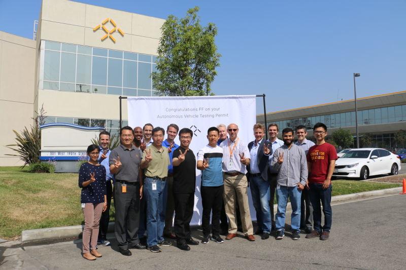 贾跃亭2016年6月底访问FF与FF高管及自动驾驶团队核心技术人员合影,庆祝FF获得首个自动驾驶测试牌照