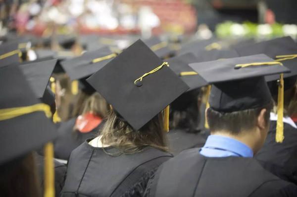 现在中国每年毕业的博士超过5万人