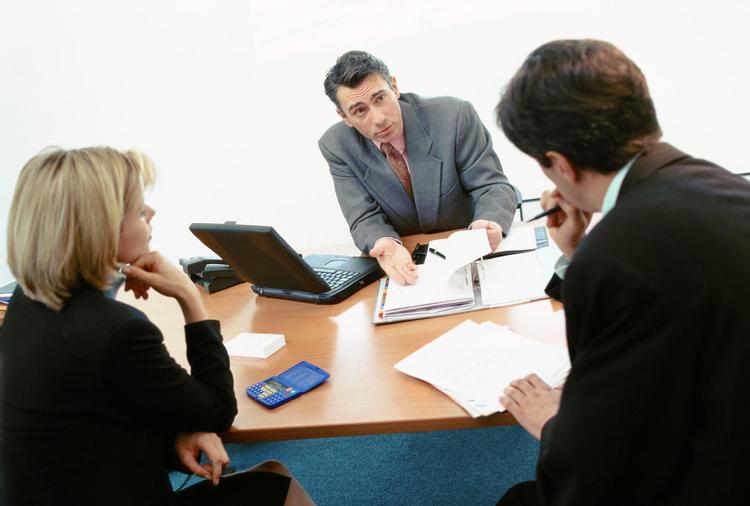 相比起高校评教,职场的考核制度要相对完善