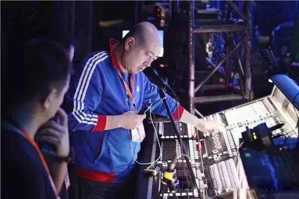 《我是歌手》的调音师由中国顶级调音师何彪担任。