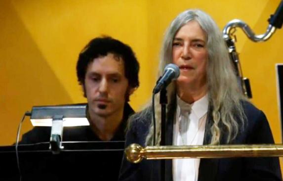 Patti Smith献唱诺贝尔奖颁奖典礼