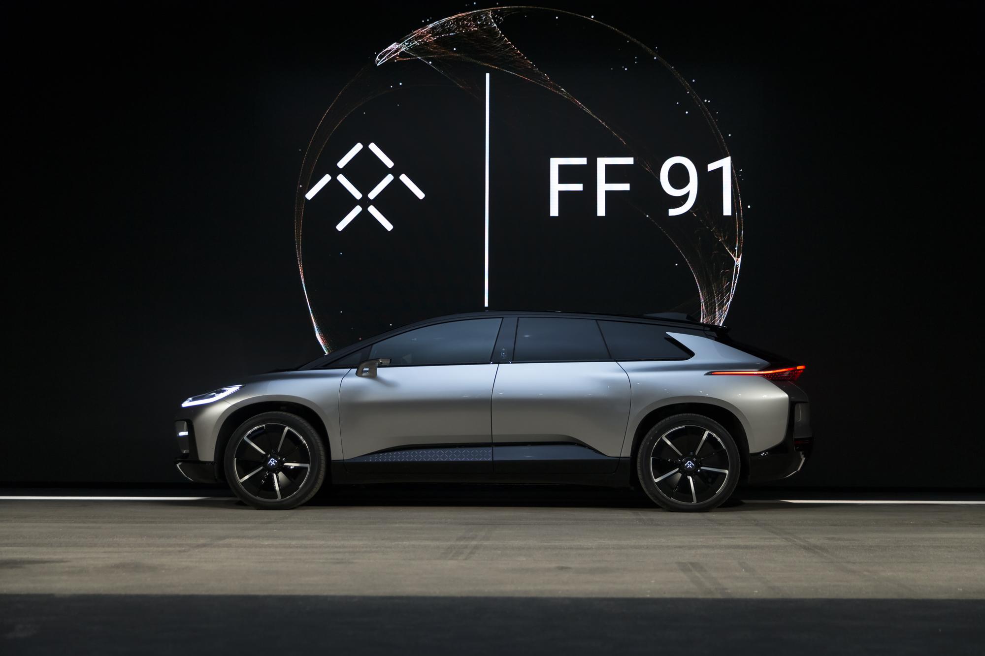 北京时间2017年1月4日上午,贾跃亭投资的FF发布了首款量产车FF91