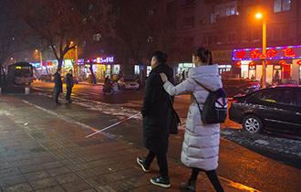 """黑暗中的""""双人舞""""_中国人的一天_腾讯新闻_腾讯网"""