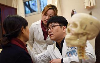 中国整形市场井喷 韩国医生救场_中国人的一天_腾讯新闻_腾讯网