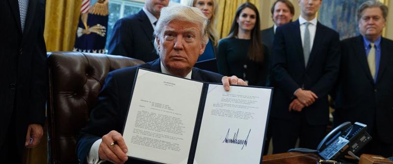 """就在不久前,特朗普解禁了此前引发争议的拱心石输油管项目,给企业""""松绑"""""""