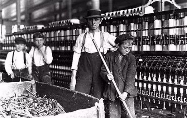 十七十八世纪,欧洲工厂里工作的童工