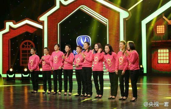 1月28日,央视一套播出的《欢乐中国人》,来自安徽张家的十姐妹逐个登台亮相。