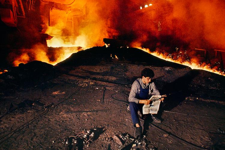 《On Reading》主题摄影之一,图片:Steve McCurry