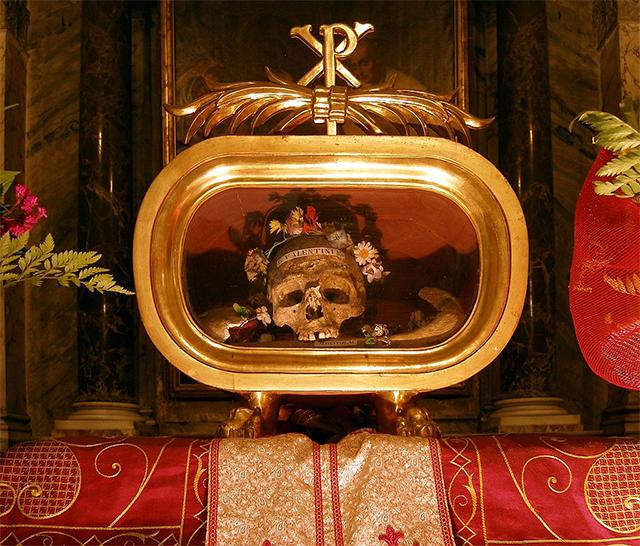 """罗马的希腊圣母堂中供奉的""""圣・瓦伦丁头盖骨"""""""