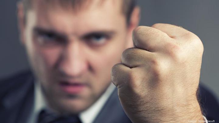 不要轻易主动向他人尤其是陌生人释放戾气