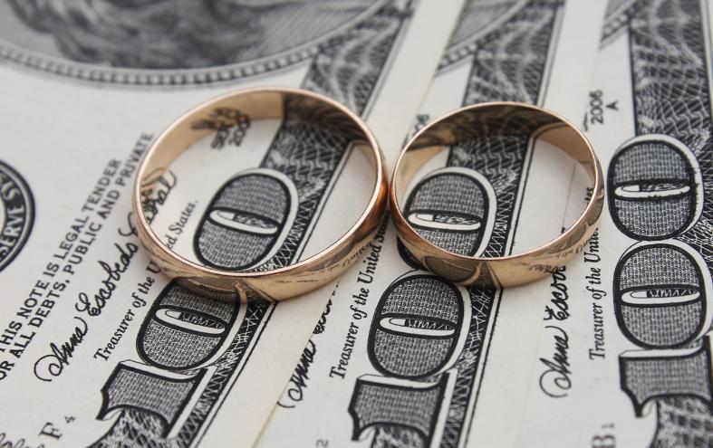 """""""结婚""""不登记 财产还有你的份吗?"""