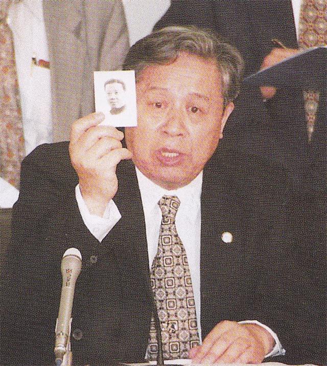 杨大方在日本讲自己父亲和家庭受害的故事