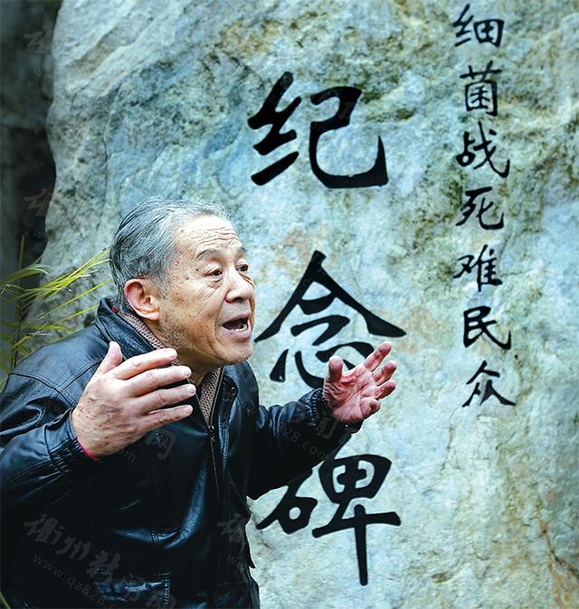 80多岁的老人,回忆起当年的那场浩劫,双手挥动着,显得特别的激动。摄影/韩强