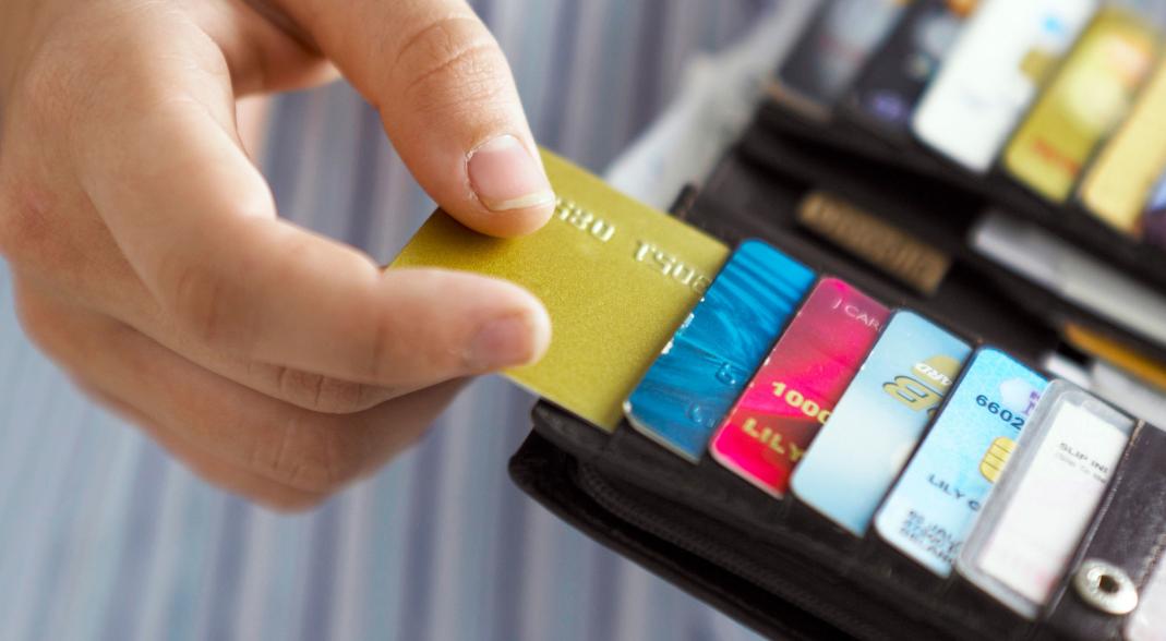 境外消费 全币卡和双币卡哪个合算?