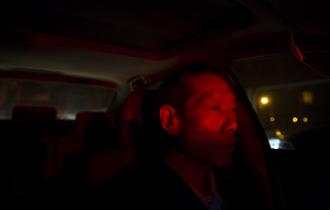 老父每天开专车 治罕见病女儿_中国人的一天_腾讯新闻_腾讯网