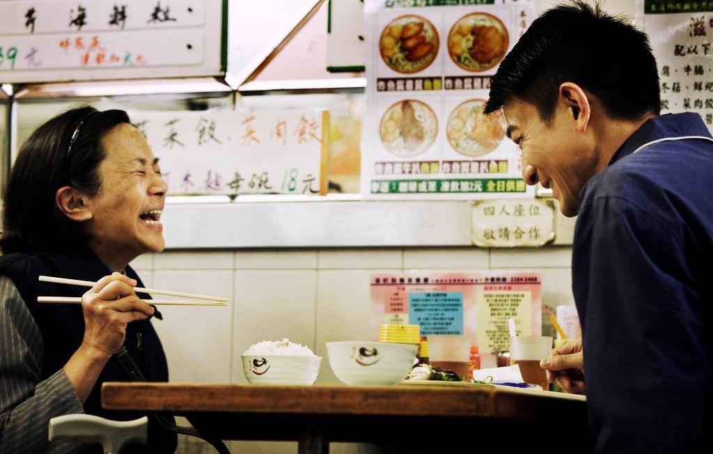"""香港电影《桃姐》,描述了一段相互体贴、亲厚、只可能存在于过去的""""主仆情"""""""