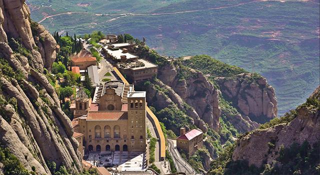 始建于十一世纪的巴塞罗那蒙特塞拉特修道院