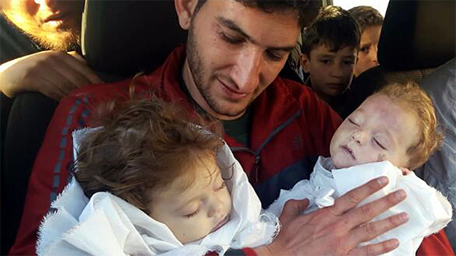 叙利亚人Abdul-Hamid Alyousef在4月4日的化武攻击中失去了妻子和一对双胞胎儿女
