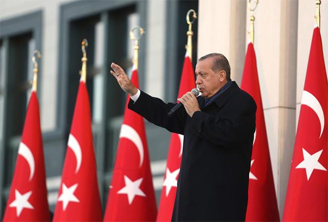 当地时间2017年4月17日,土耳其总统埃尔多安发表演讲,宣布修宪公投结果(图源:Sipa)
