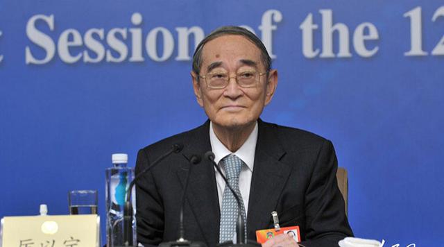 图为北京大学光华管理学院名誉院长  厉以宁