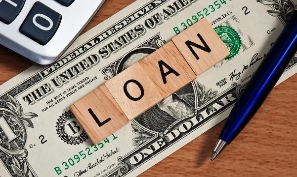 想成功从银行贷款,需要注意哪些问题?银行对申贷人进行资质审核时,除了会审核个人征信报告外,还会考虑哪些因素?