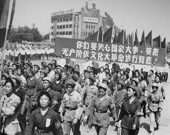 红卫兵在南京鼓楼广场游行