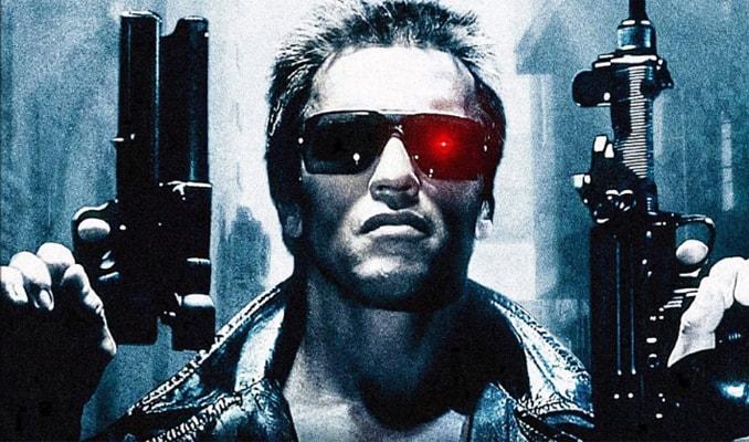 """1984年的《终结者》,施瓦辛格扮演一个被称为""""终结者""""的电子人杀手"""