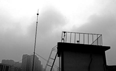 楼顶的空气采样器,用棉纱堵上之后,数据自然明显走低