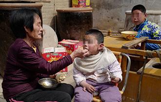 村里寄养了126个孤残儿童_中国人的一天_腾讯新闻_腾讯网