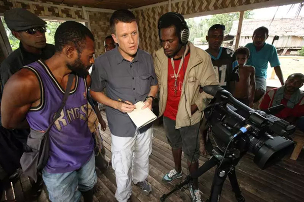 美国语言学家正在为非洲的濒危语言录音