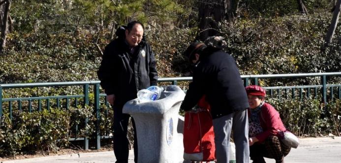 济南直饮水大多数都是老人在接,也被视为老年人变坏的证据