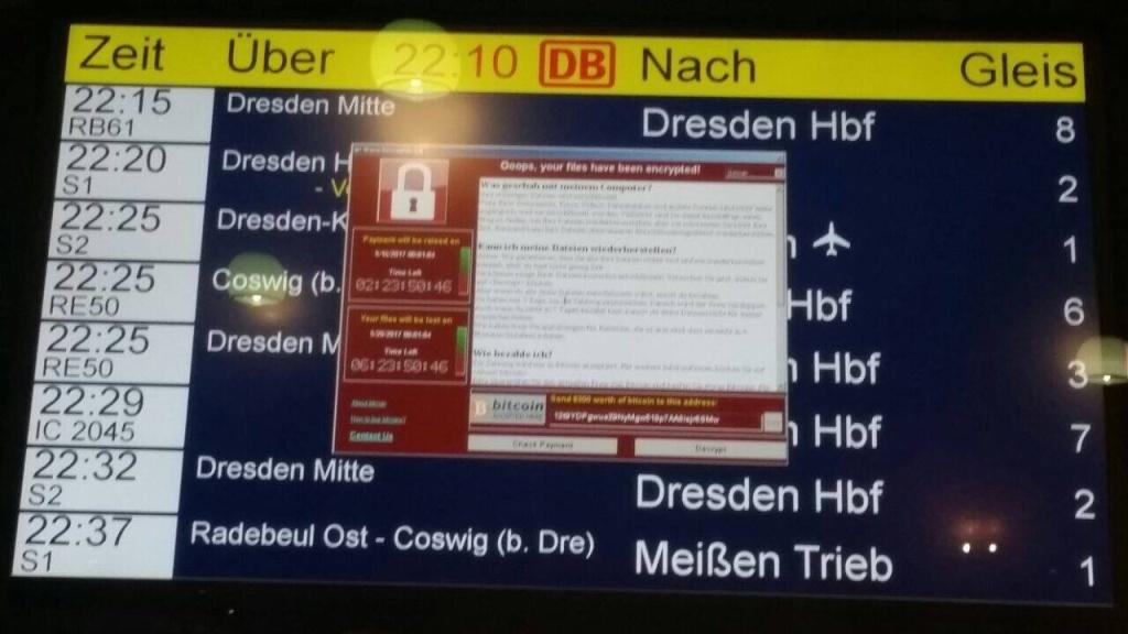 公共服务机构承担很多功能,遭到病毒攻击容易引发瘫痪。图为受病毒影响的德国火车站
