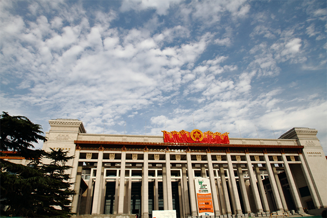中国国家博物馆,由相邻的原中国历史博物馆与中国革命博物馆合并组成