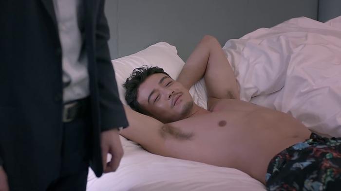 即便这样裸体躺在异性的床上,在电视剧里也被合理化
