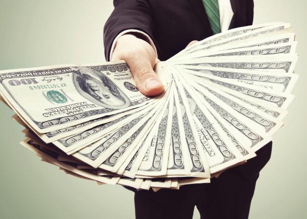 想成百万富翁 每月你要存多少钱?