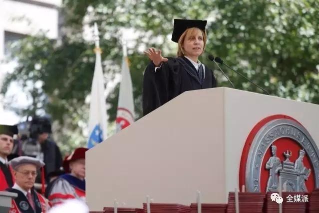 Megan Smith在2015 MIT毕业典礼上发表演讲