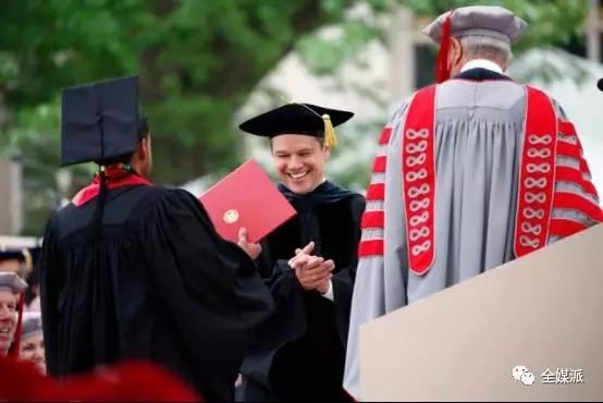 Matt Damon在2016 MIT毕业典礼上