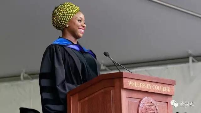 Adichie 在2015年卫斯理毕业典礼上发表演讲