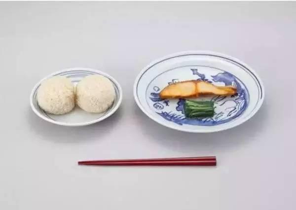 1889年私立忠爱小学校的午餐,饭团、盐煎鲑鱼、渍菜