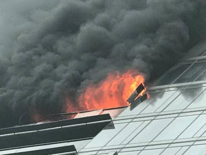 起火的蓝色钱江公寓,位于18楼1802室