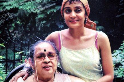 阿兰达蒂・洛伊和她的母亲玛丽・洛伊