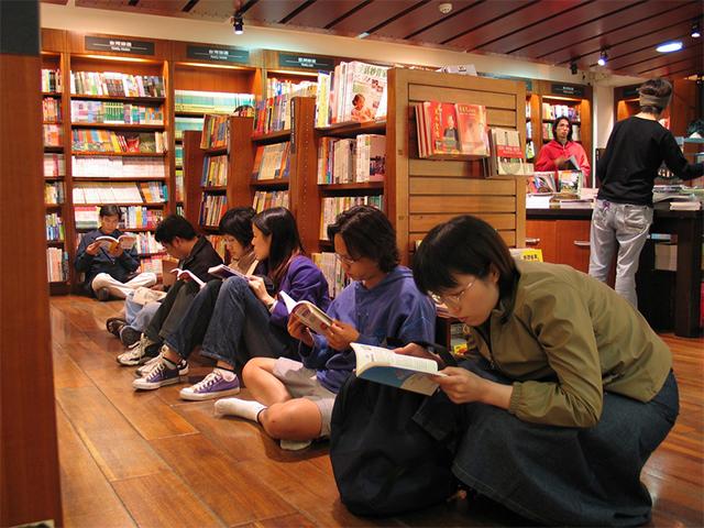 深夜的诚品书店