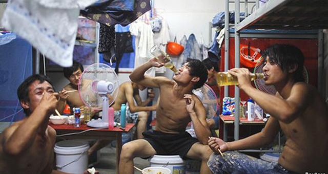 正式的商务政务宴请很少使用啤酒,啤酒的主力消费人群是工人、普通居民和年轻人
