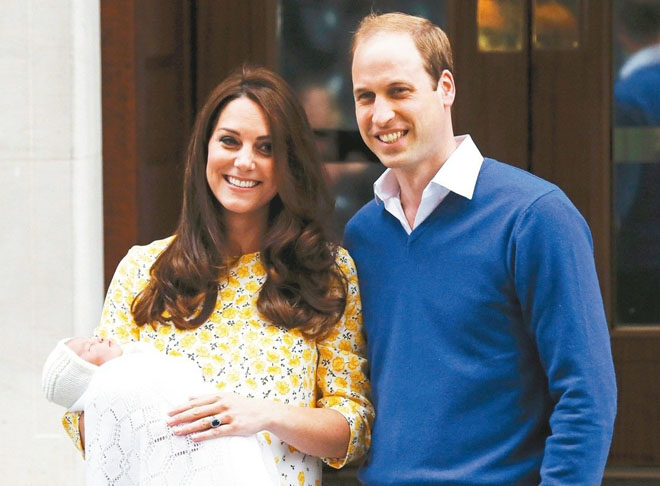 """图:2013年,英国凯特王妃产后第二天出现在公众面前,其""""不坐月子""""引起国人热烈讨论"""